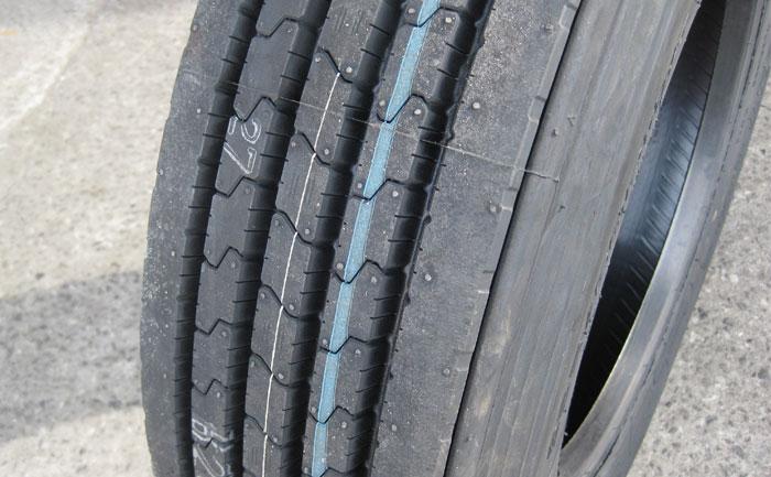 トラック タイヤ 縦溝