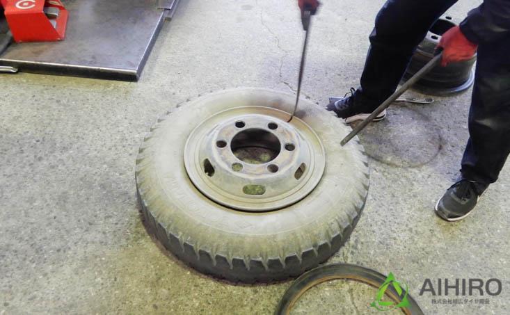 トラック タイヤ交換 相広タイヤ