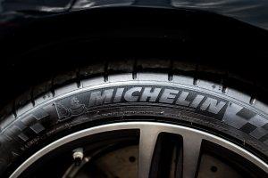 【積載量UP・軽量化】ミシュラン(MICHELIN)の「ワイドシングルタイヤ」「スーパーシングルタイヤ」とは