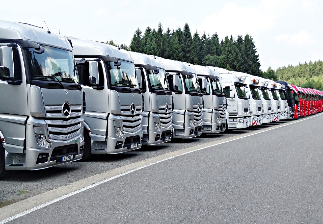 トラック 一同