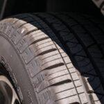 トラックタイヤのサイズ変更とその危険性について
