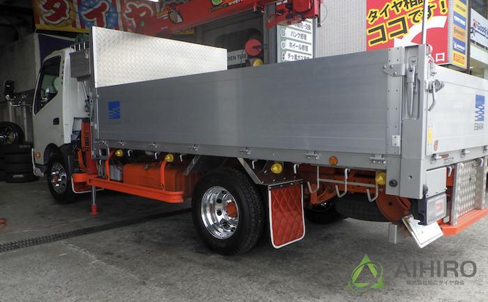 日野 トラック タイヤ交換