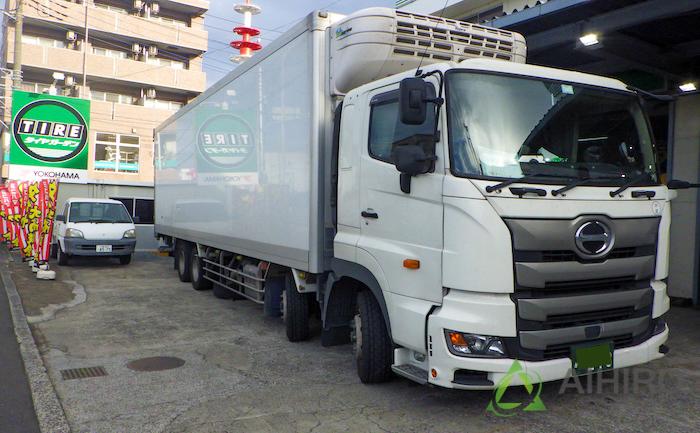 大型トラックタイヤ 日野 タイヤ交換 パンク