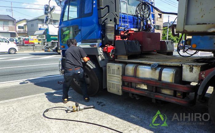 タイヤ装着 交換 トレーラー