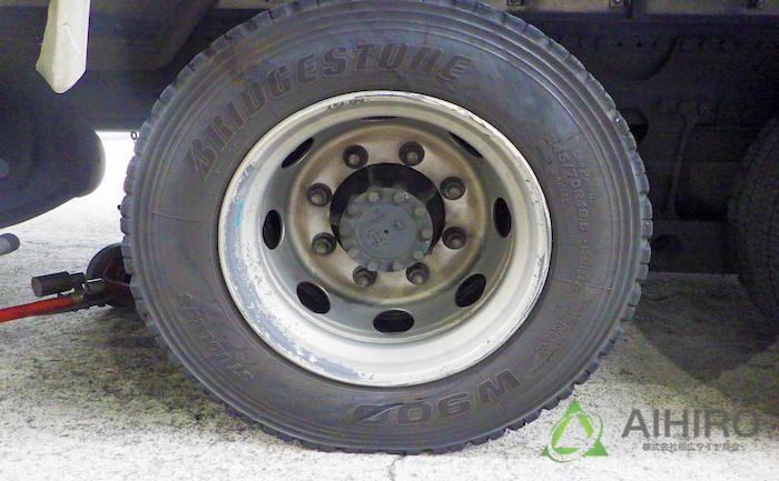 タイヤ 亀裂 トラック
