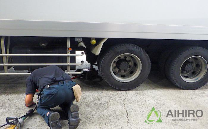 タイヤ交換 ジャッキ 作業
