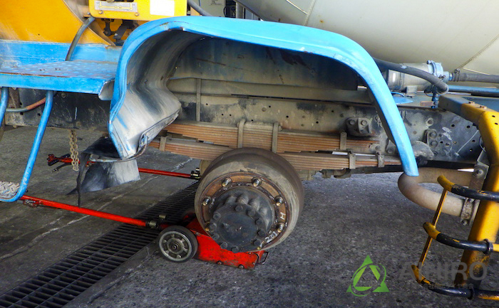 フェンダー 変形 タイヤ交換